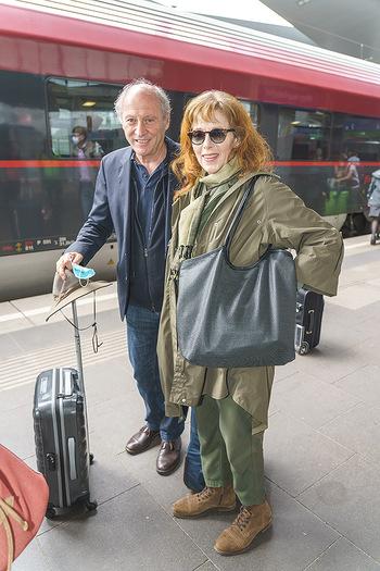 Künstler Abreise nach Seefeld - Hauptbahnhof, Wien - Do 11.06.2020 - Robert DORNHELM mit Ehefrau Lynn31