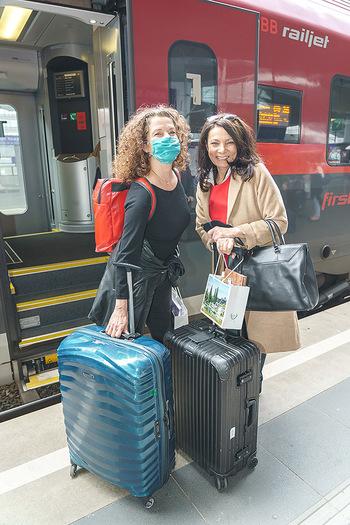 Künstler Abreise nach Seefeld - Hauptbahnhof, Wien - Do 11.06.2020 - Angelika KIRCHSCHLAGER, Sandra CERVIK37