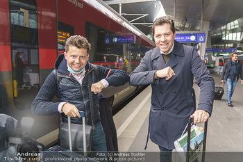 Künstler Abreise nach Seefeld - Hauptbahnhof, Wien - Do 11.06.2020 - Julia RACHLIN, Daniel SERAFIN41