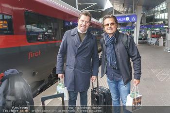 Künstler Abreise nach Seefeld - Hauptbahnhof, Wien - Do 11.06.2020 - Daniel SERAFIN, Michael DANGL43