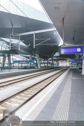 Werbeshooting für Festspielprogramm - Theaterpark Berndorf - Sa 13.06.2020 - neuer Hauptbahnhof Wien, Bahnsteig, Gleise, leer, Architektur13
