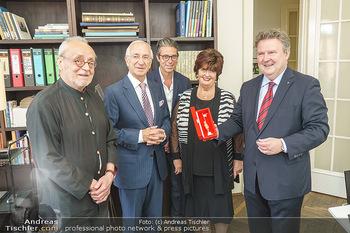 Ewald Plachutta Geburtstag - Brandstätter Verlag, Wien - Mo 15.06.2020 - Christian BRANDSTÄTTER mit Sohn Niki (Nikolaus), Ewald und Eva 4