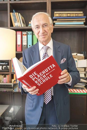 Ewald Plachutta Geburtstag - Brandstätter Verlag, Wien - Mo 15.06.2020 - Ewald PLACHUTTA mit Buch23