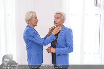 Botox Boys auf Beautytour - Privatklinik Worseg und John Harris - Di 16.06.2020 - BOTOX-BOYS (Botoxboys, Wess brothers) Arnold und Oskar WESS vor 9