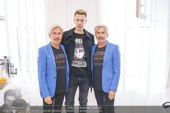 Botox Boys auf Beautytour - Privatklinik Worseg und John Harris - Di 16.06.2020 - BOTOX-BOYS (Botoxboys, Wess brothers) Arnold (mit Sohn Florian) 13