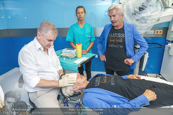 Botox Boys auf Beautytour - Privatklinik Worseg und John Harris - Di 16.06.2020 - Arthur WORSEG behandelt die BOTOX-BOYS (Wess brothers) Arnold un24