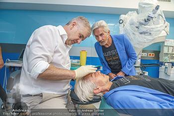 Botox Boys auf Beautytour - Privatklinik Worseg und John Harris - Di 16.06.2020 - Arthur WORSEG behandelt die BOTOX-BOYS (Wess brothers) Arnold un26