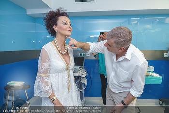 Botox Boys auf Beautytour - Privatklinik Worseg und John Harris - Di 16.06.2020 - Arthur WORSEG behandelt Christina LUGNER31