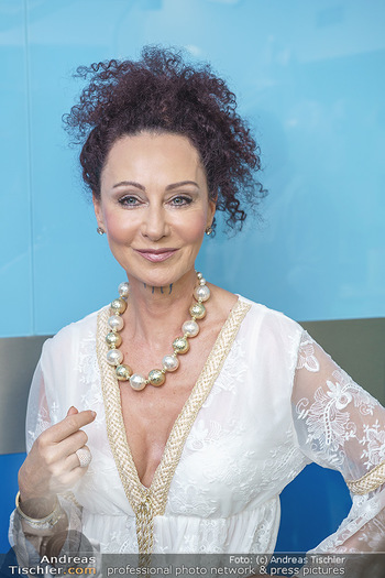 Botox Boys auf Beautytour - Privatklinik Worseg und John Harris - Di 16.06.2020 - Christina LUGNER34
