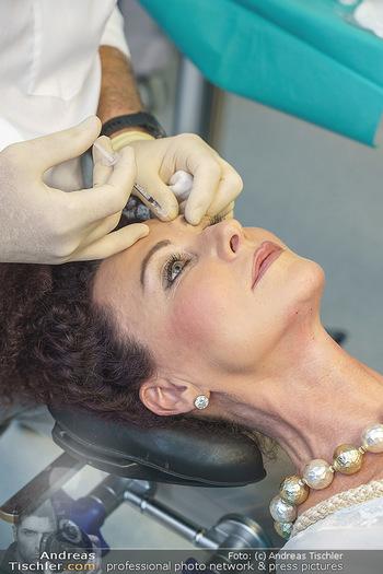Botox Boys auf Beautytour - Privatklinik Worseg und John Harris - Di 16.06.2020 - Arthur WORSEG behandelt Christina LUGNER37
