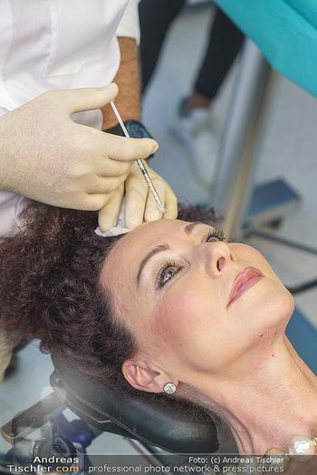 Botox Boys auf Beautytour - Privatklinik Worseg und John Harris - Di 16.06.2020 - Arthur WORSEG behandelt Christina LUGNER39