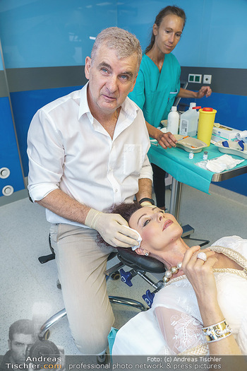 Botox Boys auf Beautytour - Privatklinik Worseg und John Harris - Di 16.06.2020 - Arthur WORSEG behandelt Christina LUGNER42