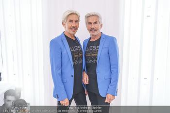 Botox Boys auf Beautytour - Privatklinik Worseg und John Harris - Di 16.06.2020 - BOTOX-BOYS (Botoxboys, Wess brothers) Arnold und Oskar WESS nach48