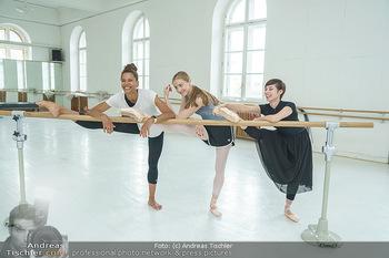 Staatsopernballett beim Training - Wiener Staatsoper - Fr 19.06.2020 - Rebecca HORNER, Olga ESINA, Maria YAKOVLEVA29