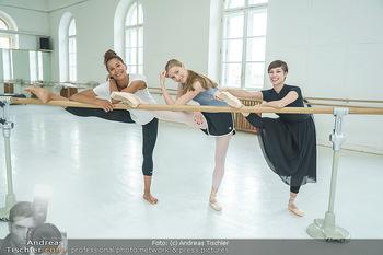 Staatsopernballett beim Training - Wiener Staatsoper - Fr 19.06.2020 - Rebecca HORNER, Olga ESINA, Maria YAKOVLEVA30