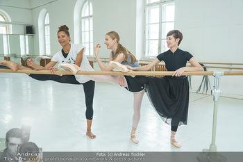Staatsopernballett beim Training - Wiener Staatsoper - Fr 19.06.2020 - Rebecca HORNER, Olga ESINA, Maria YAKOVLEVA31