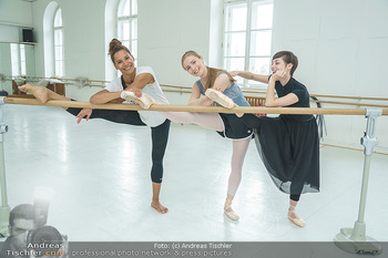 Staatsopernballett beim Training - Wiener Staatsoper - Fr 19.06.2020 - Rebecca HORNER, Olga ESINA, Maria YAKOVLEVA32