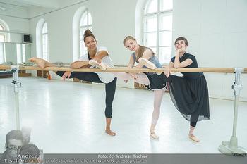 Staatsopernballett beim Training - Wiener Staatsoper - Fr 19.06.2020 - Rebecca HORNER, Olga ESINA, Maria YAKOVLEVA33