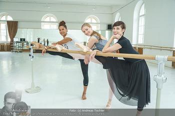 Staatsopernballett beim Training - Wiener Staatsoper - Fr 19.06.2020 - Rebecca HORNER, Olga ESINA, Maria YAKOVLEVA34