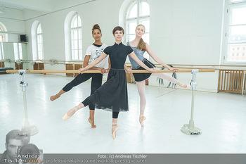 Staatsopernballett beim Training - Wiener Staatsoper - Fr 19.06.2020 - Rebecca HORNER, Olga ESINA, Maria YAKOVLEVA37