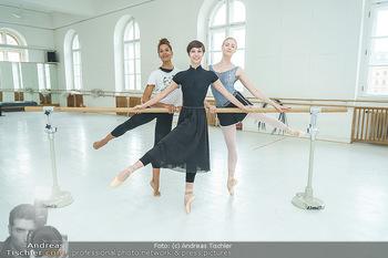 Staatsopernballett beim Training - Wiener Staatsoper - Fr 19.06.2020 - Rebecca HORNER, Olga ESINA, Maria YAKOVLEVA38