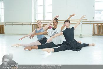 Staatsopernballett beim Training - Wiener Staatsoper - Fr 19.06.2020 - Rebecca HORNER, Olga ESINA, Maria YAKOVLEVA39