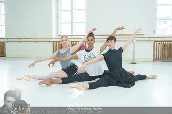 Staatsopernballett beim Training - Wiener Staatsoper - Fr 19.06.2020 - Rebecca HORNER, Olga ESINA, Maria YAKOVLEVA40