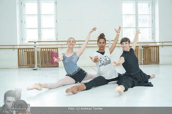 Staatsopernballett beim Training - Wiener Staatsoper - Fr 19.06.2020 - Rebecca HORNER, Olga ESINA, Maria YAKOVLEVA43