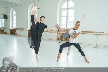 Staatsopernballett beim Training - Wiener Staatsoper - Fr 19.06.2020 - Rebecca HORNER, Olga ESINA, Maria YAKOVLEVA46