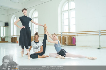 Staatsopernballett beim Training - Wiener Staatsoper - Fr 19.06.2020 - Rebecca HORNER, Olga ESINA, Maria YAKOVLEVA50