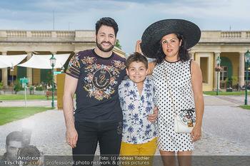 Wir spielen für Österreich - Empfang - Henrici, Eisenstadt - Fr 26.06.2020 - Anna NETREBKO mit Sohn Tiago und Ehemann Yusif EYVAZOV1