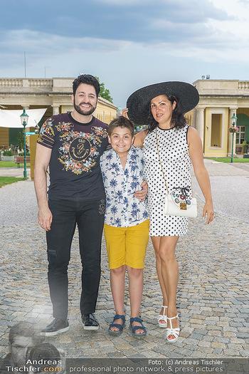 Wir spielen für Österreich - Empfang - Henrici, Eisenstadt - Fr 26.06.2020 - Anna NETREBKO mit Sohn Tiago und Ehemann Yusif EYVAZOV19
