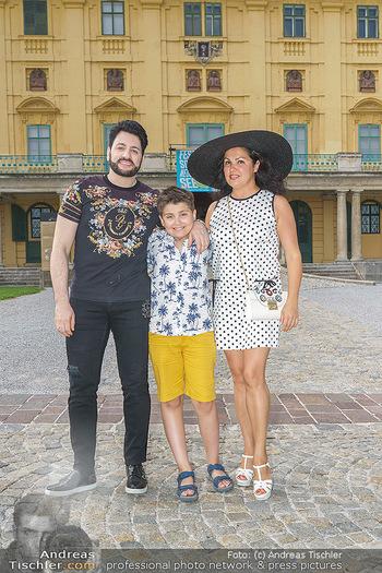 Wir spielen für Österreich - Empfang - Henrici, Eisenstadt - Fr 26.06.2020 - Anna NETREBKO mit Sohn Tiago und Ehemann Yusif EYVAZOV22