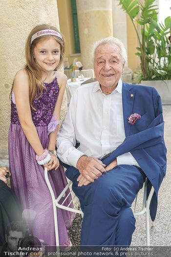 Wir spielen für Österreich - Empfang - Henrici, Eisenstadt - Fr 26.06.2020 - Harald SERAFIN mit Enkelkind Enkeltochter Elisabetta65