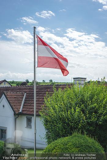Ein fest für Dominique Meyer - Schloss Gobelsburg, NÖ - Mi 01.07.2020 - Österreich Flagge auf Fahnenmast15