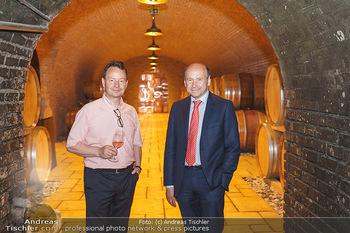 Ein fest für Dominique Meyer - Schloss Gobelsburg, NÖ - Mi 01.07.2020 - Dominique MEYER, Schlossherr Michael MOOSBRUGGER im Weinkeller40