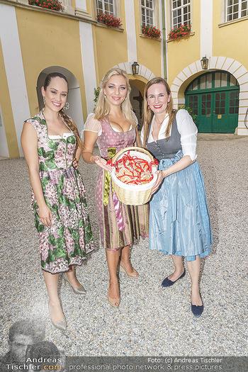 Ein fest für Dominique Meyer - Schloss Gobelsburg, NÖ - Mi 01.07.2020 - Sasa SCHWARZJIRG, Lidia BAICH, Maria GROßBAUER im Dirndl71