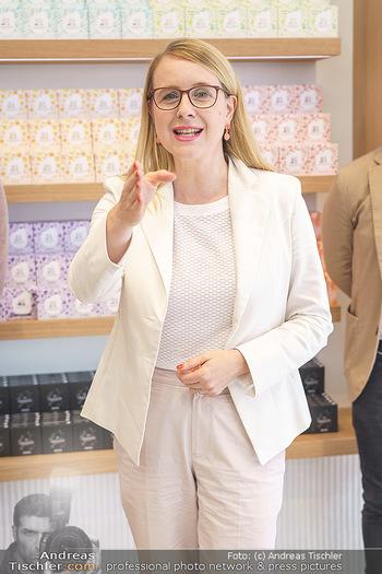 Pre-Opening - Waterdrop Store - Do 02.07.2020 - Ministerin Margarete SCHRAMBÖCK3