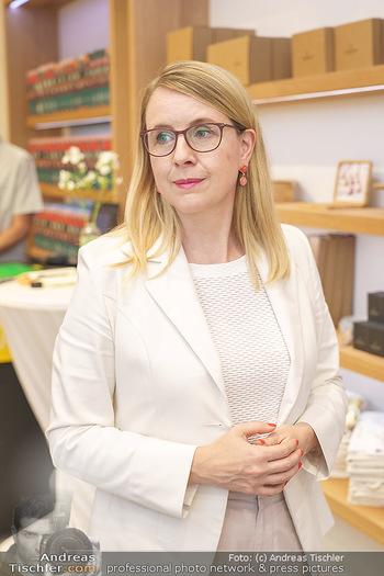 Pre-Opening - Waterdrop Store - Do 02.07.2020 - Ministerin Margarete SCHRAMBÖCK7