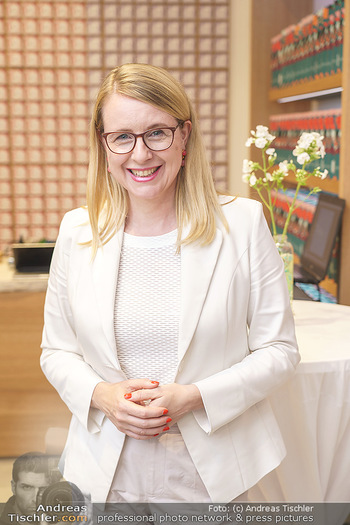 Pre-Opening - Waterdrop Store - Do 02.07.2020 - Ministerin Margarete SCHRAMBÖCK (Portrait)10