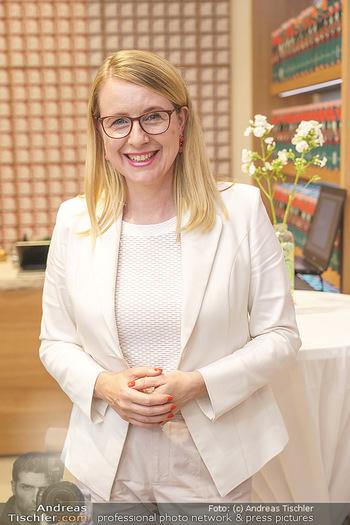 Pre-Opening - Waterdrop Store - Do 02.07.2020 - Ministerin Margarete SCHRAMBÖCK (Portrait)11