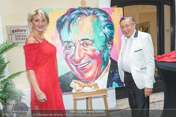 Lugner Gemälde - Galerie Steiner - Do 23.07.2020 - Richard LUGNER mit Karin Zebra KARRER vor seinem Portrait Gemäl21