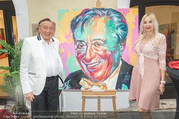 Lugner Gemälde - Galerie Steiner - Do 23.07.2020 - Richard LUGNER vor seinem Portrait Gemälde, Corinna STEINER26