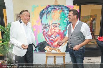 Lugner Gemälde - Galerie Steiner - Do 23.07.2020 - Richard LUGNER vor seinem Portrait Gemälde, Christian SINEMUS27