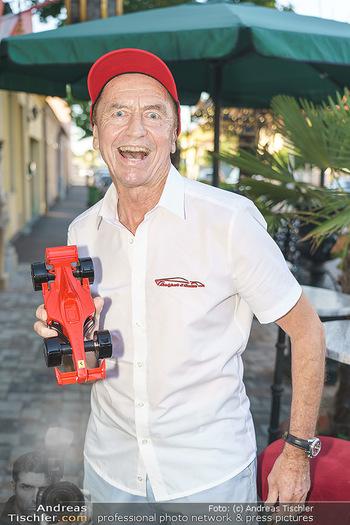 Andy Lee Lang Geburtstag - Marchfelderhof - Mo 27.07.2020 - Heribert KASPER (Portrait mit Ferrari)12