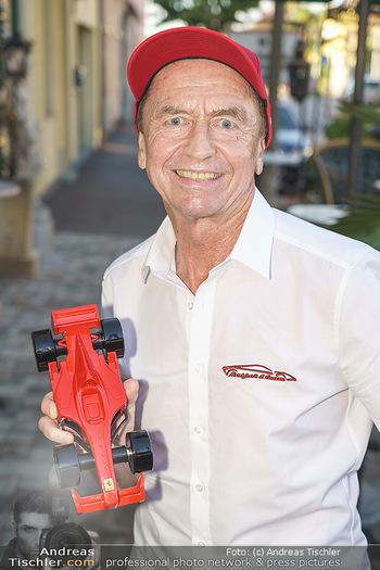 Andy Lee Lang Geburtstag - Marchfelderhof - Mo 27.07.2020 - Heribert KASPER (Portrait mit Ferrari)13