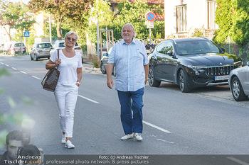 Andy Lee Lang Geburtstag - Marchfelderhof - Mo 27.07.2020 - Hannes KARTNIG mit Ehefrau Claudia15