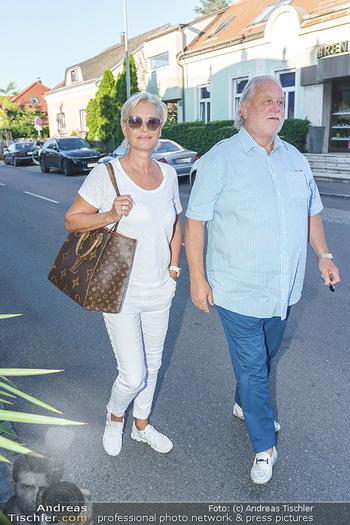 Andy Lee Lang Geburtstag - Marchfelderhof - Mo 27.07.2020 - Hannes KARTNIG mit Ehefrau Claudia16