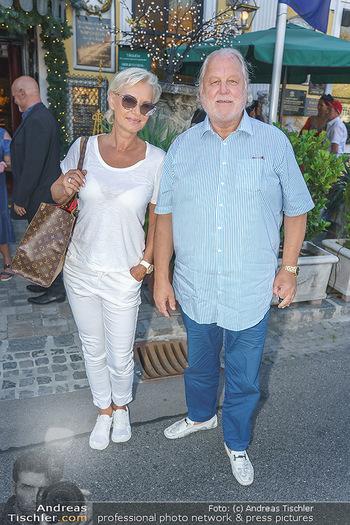 Andy Lee Lang Geburtstag - Marchfelderhof - Mo 27.07.2020 - Hannes KARTNIG mit Ehefrau Claudia17