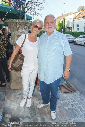 Andy Lee Lang Geburtstag - Marchfelderhof - Mo 27.07.2020 - Hannes KARTNIG mit Ehefrau Claudia40